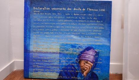 Cuadro de la Declaración Universal de los Derechos del Hombre en la sede de SOS Racismo Madrid (Foto: Mayhem Revista)
